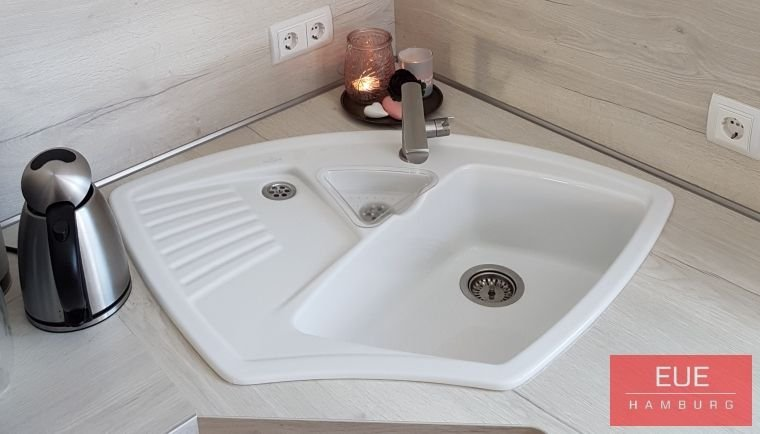 ecksp le arena eck aus keramik von villeroy eue hamburg. Black Bedroom Furniture Sets. Home Design Ideas